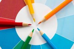 Färgrika blyertspennor med pajdiagram 3 Royaltyfri Bild