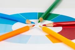 Färgrika blyertspennor med pajdiagram 1 Royaltyfria Bilder