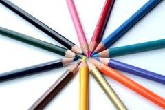 Färgrika blyertspennor - som isoleras på vit bakgrund Royaltyfri Foto