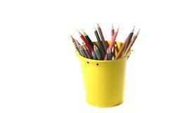 Färgrika blyertspennor som isoleras på vit bakgrund Arkivfoton