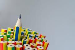 Färgrika blyertspennor stänger sig upp Arkivfoton