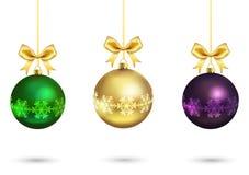 Färgrika bollar för jul med det guld- bandet Fotografering för Bildbyråer