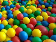 Färgrika bollar i pölen Fotografering för Bildbyråer