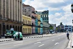 Färgrika byggnader - havannacigarr royaltyfri foto