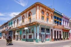 Färgrika byggnader i Havana Royaltyfri Bild