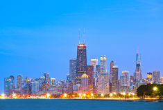 Färgrika byggnader i i stadens centrum Chicago under solnedgång Fotografering för Bildbyråer