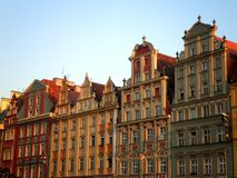Färgrika byggnader i Polen Arkivbild