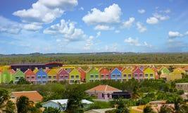 Färgrika Cabanas på slättar av Curacao Royaltyfria Bilder