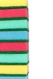färgrika dishwashingstapelsvampar Arkivbilder