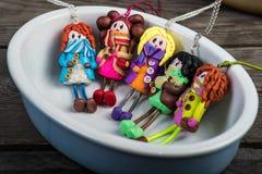 Färgrika dockor i en liten keramisk ramekin royaltyfria bilder