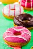 färgrika donuts Royaltyfria Foton