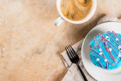 Färgrika donuts för 4th Juli Royaltyfri Foto