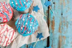 Färgrika donuts för 4th Juli Royaltyfria Bilder