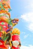 färgrika drakar driver symboler Arkivbild
