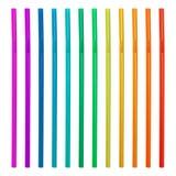 Färgrika dricka sugrör som isoleras på vit bakgrund Plast- sugrörsamling Dricka sugrör arkivfoto