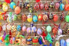 Färgrika easter ägg för bakgrund Royaltyfria Bilder