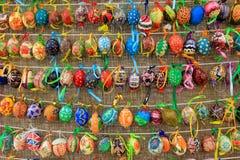Färgrika easter ägg i rader för bakgrund Royaltyfria Bilder