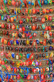 Färgrika easter ägg i rader för bakgrund Arkivfoto