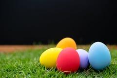 färgrika easter för bakgrund ägg ferie easter bakgrund Fotografering för Bildbyråer