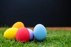färgrika easter för bakgrund ägg ferie easter bakgrund Royaltyfri Fotografi