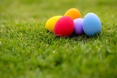 färgrika easter för bakgrund ägg ferie easter bakgrund Arkivfoton