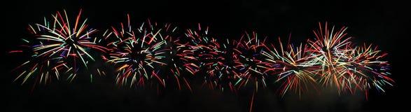 färgrika explosionfyrverkerier Royaltyfria Bilder
