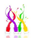 Färgrika färgstänk av spikar polermedel fryste i rörelse på vit Arkivbild