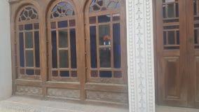 färgrika fönster av berömt folk arkivfoton