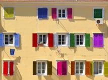 Färgrika fönster stänger med fönsterluckor Royaltyfria Foton