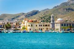 Färgrika fartyg i Pohtia port, Kalymnos, Grekland Fotografering för Bildbyråer
