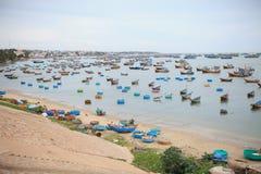 Färgrika fartyg i Vietnam Royaltyfria Bilder