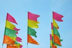 färgrika festivalflaggor Royaltyfri Fotografi