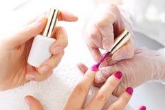 färgrika fingernails arkivfoton
