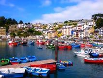 Färgrika fiskebåtar i Luarca, Asturias, Spanien Royaltyfri Fotografi