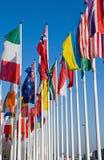 färgrika flaggor Arkivfoto