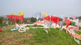 Färgrika flaggor på kinesisk grav royaltyfri bild