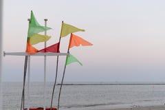 Färgrika flaggor som blåsas av vinden i morgonen arkivbilder