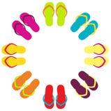Färgrika flipflops för sommar i cirkel Arkivfoton