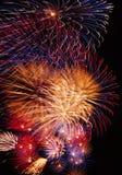 färgrika fyrverkerier Fotografering för Bildbyråer