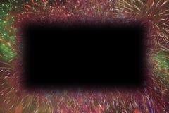 Färgrika fyrverkerier med glödande kanter för den svarta rektangeln kopierar utrymme royaltyfri bild