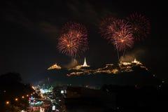 Färgrika fyrverkerier på Khao wang Fotografering för Bildbyråer