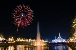 Färgrika fyrverkerier på Suan Luang Rama9 Royaltyfria Bilder