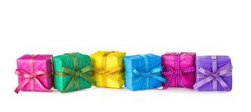 Färgrika gåvaaskar Arkivfoton