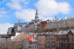 Färgrika gamla byggnader på det historiska området av Quebec City arkivbild