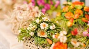 Färgrika garneringar för konstgjorda blommor Fotografering för Bildbyråer