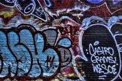Färgrika gatagrafitti Fotografering för Bildbyråer