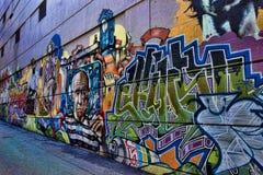 Färgrika gatagrafitti Arkivfoto