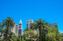 Färgrika gator av Las Vegas Byggnader på remsagatan, Las Vegas, Nevada Royaltyfri Foto