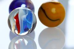 Färgrika glass bollar Arkivbilder