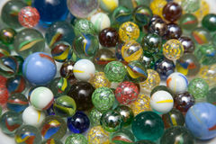 färgrika glass marmorar Arkivbilder